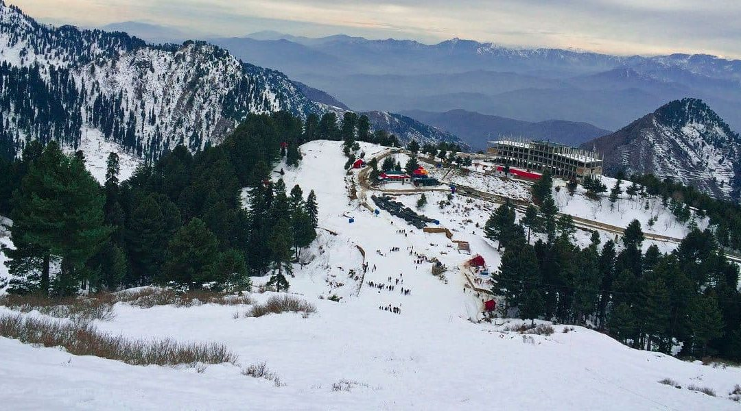5 reasons to ski in Malam Jabba